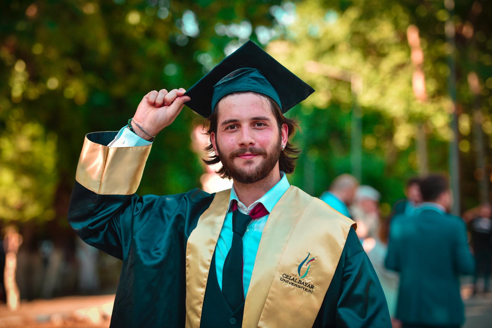 Il est diplômé de son école...